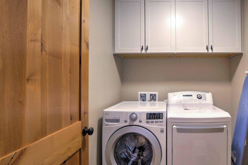 Houd je kleding fris met de wasmachines in de unit.