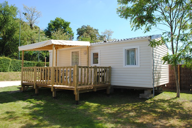 CAMPING LAC DE CHARDES, holiday rental in Millac