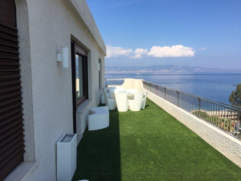 REGGIO SUITE Number THREE, alquiler de vacaciones en Regio de Calabria