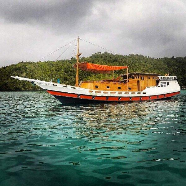 Bima Amanta Explorer' is a semi liveaboard boat for snorkeling, casa vacanza a Raja Ampat
