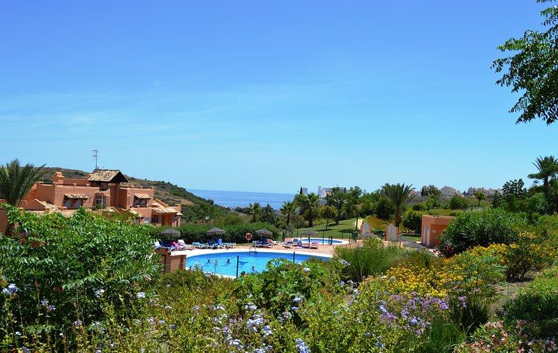 LOVELY 3 BED 2 BATH GROUND FLOOR APT IN CASARES DEL SOL WITH SEA VIEWS, vacation rental in Casares del Sol