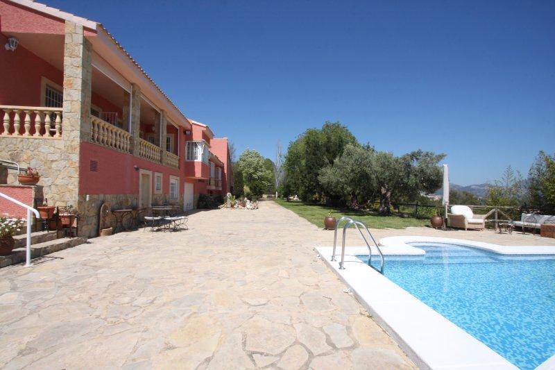 GALATEARURAL, a 8 KM. de BENIDORM, AIR-CONDITIONED, piscina y barbacoa privados., vacation rental in Polop