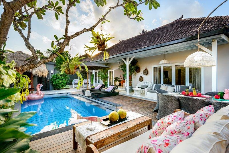 Villa 4 de la floración está elegantemente decorado y ofrece interiores y exteriores de entretenimiento