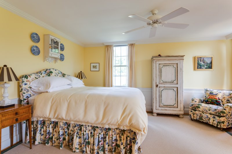 Large queen master suite for guests to enjoy the amenities of country living.