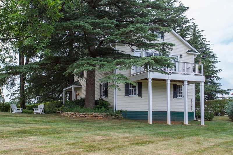 Bela casa de carruagem em propriedade de propriedade de Charlottesville! Uma casa pitoresca e icônica!