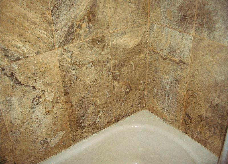 Detalhe travertino banheiro de mármore no andar de baixo.