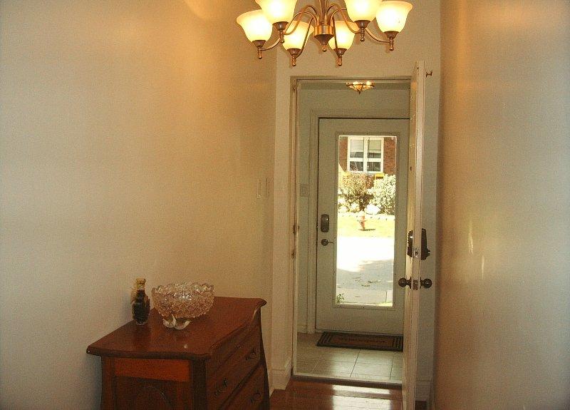Corredor que levava ao seu quarto, incluindo lustre, piso de carvalho maciço, n deadbolts cadeado duplas.