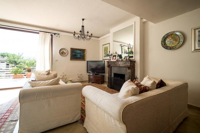 living area with fireplace TV and access to the roof terrace