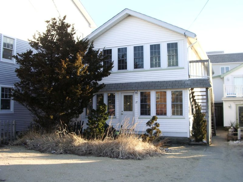 Jersey Shore Vacation (Seaside Park) 3 Bedrm Duplex Upper, 1/2 Block from Beach, alquiler de vacaciones en Seaside Park