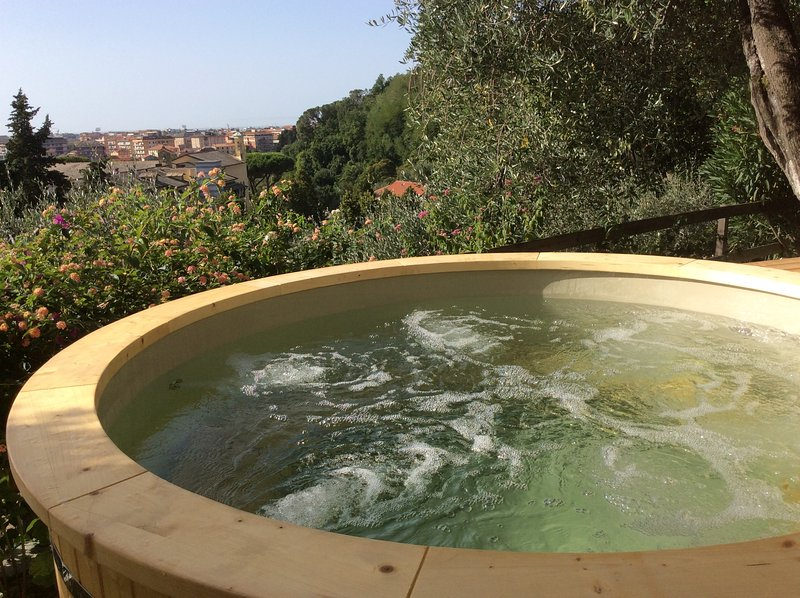 Hot tub-jacuzzi overlooking the town of Chiavari