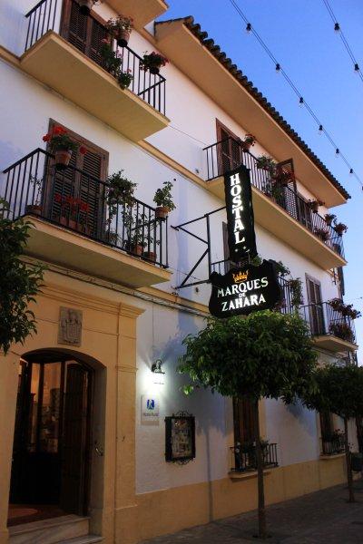 Ländliche Fassade Hostal Marqués de Zahara