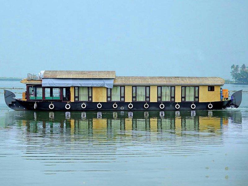 houseboat service, alquiler de vacaciones en Nedumudi