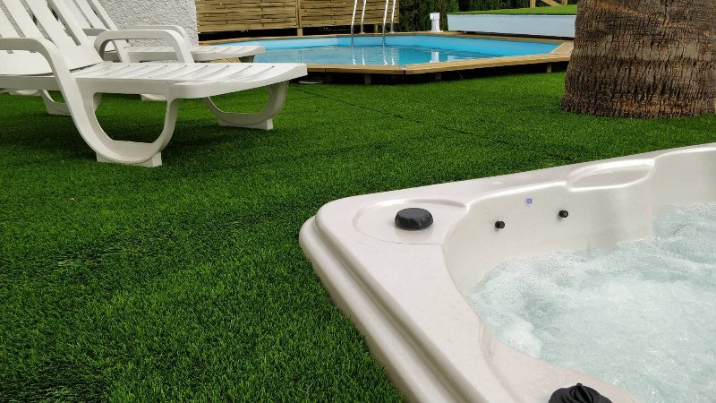Beautiful large villa between Fuengirola and Mijas, vacation rental in Mijas