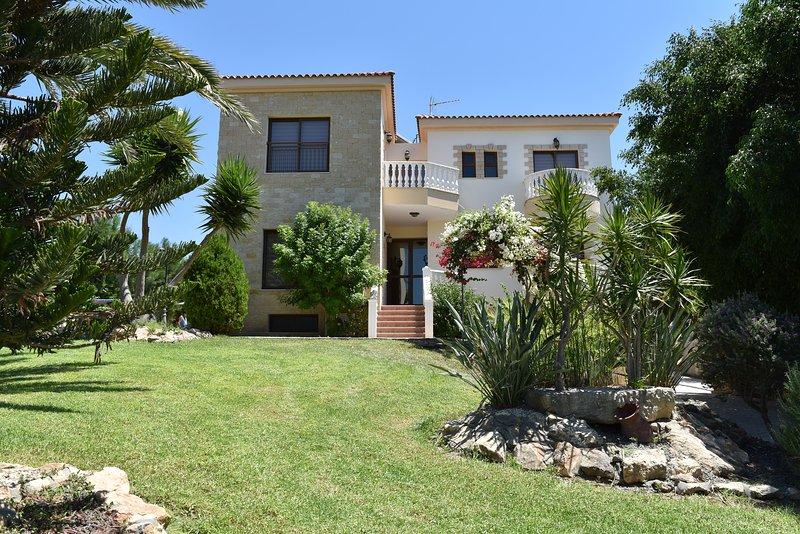 Stunning 5 bed Villa - Outstanding Sea Views - Private Pool - Wifi - 5 Bathroom, holiday rental in Argaka