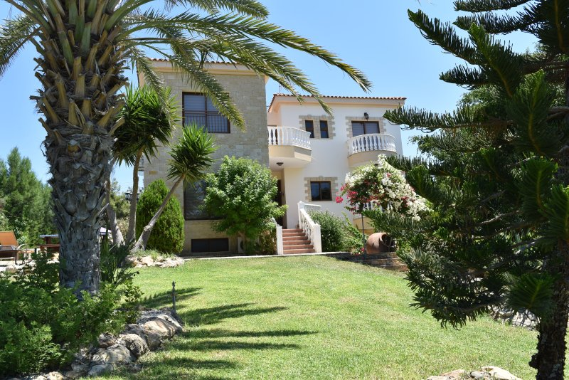 Argaka 5 Bed Villa with Amazing Sea Views - Private Pool - Gym - Pool Table, holiday rental in Argaka