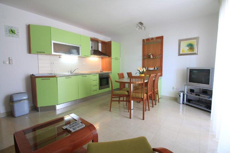 Sea view from the Pirovac centre, Apartmani Bus (Green Apartment), casa vacanza a Pirovac