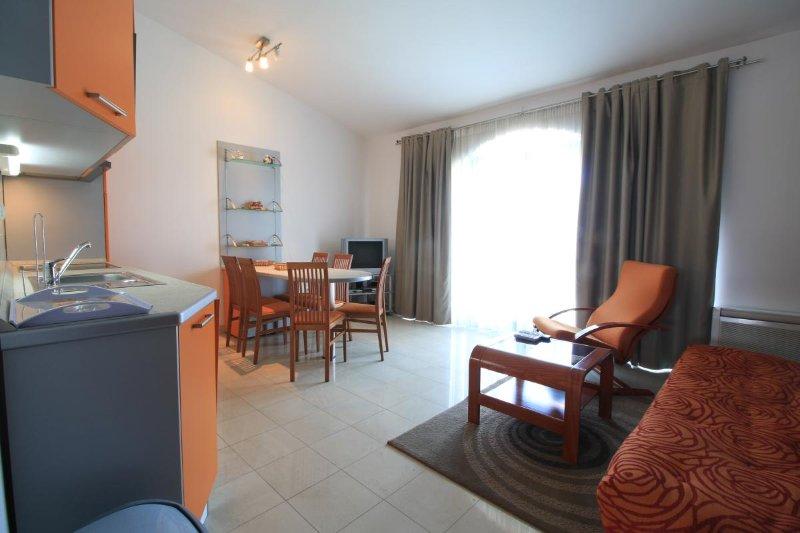 Sea view from the Pirovac centre, Apartmani Bus (Orange Apartment), casa vacanza a Pirovac