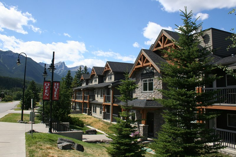 Upscale Canadian Rocky Mountain Resort - Payless4House, holiday rental in Canmore