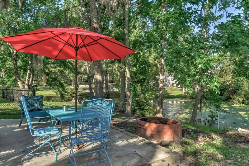 Midway House by Sunbury Channel - Walk to Marina!, vacation rental in Midway