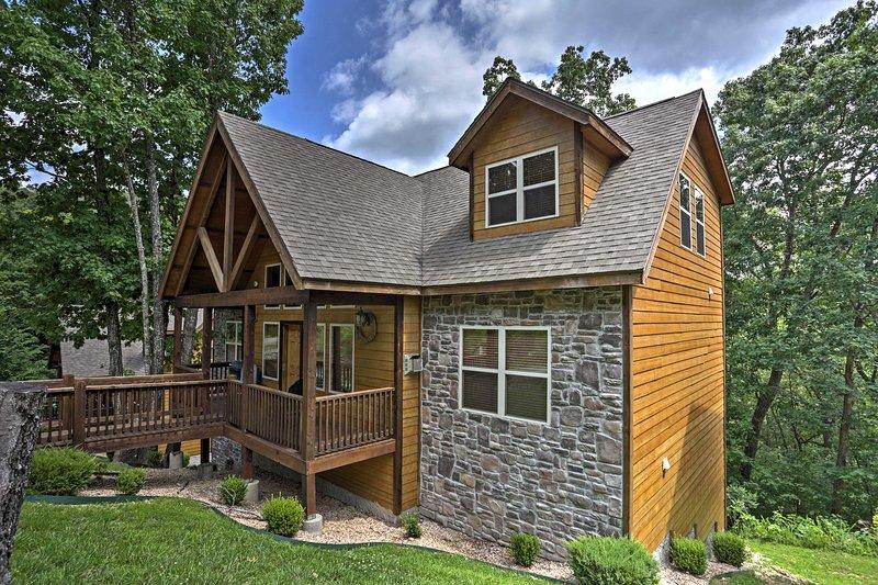 Planee su próximo escape en Missouri a esta hermosa casa de vacaciones en Branson.