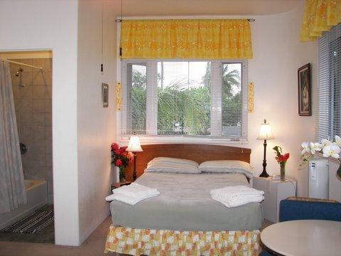 Plumeria room with queen bed