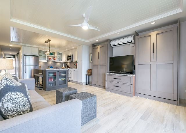 Completely Remodeled Condo With Beautiful Modern Finishes
