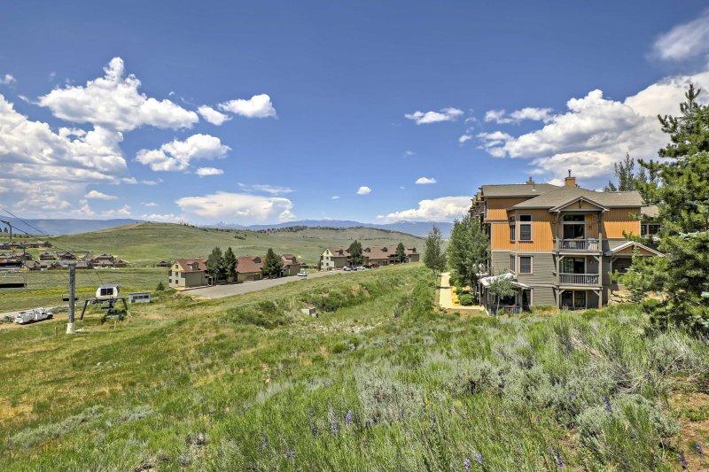 Immergiti al tramonto e crogiolatevi nel caldo sole del Colorado!