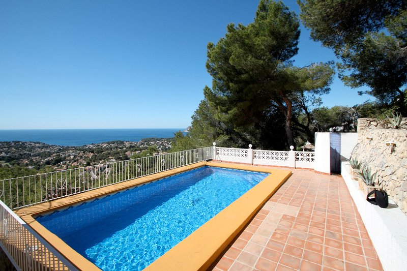 Bellevue - sea view holiday home with private pool in Benissa, vacation rental in La Llobella