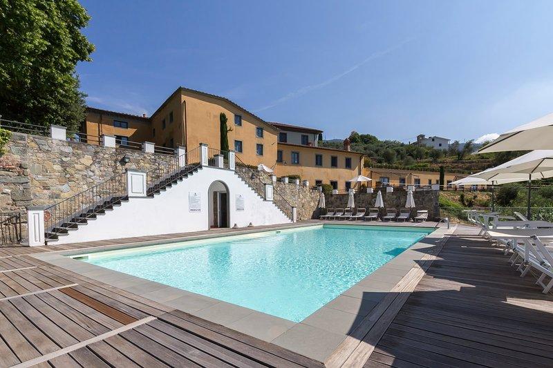 La maravillosa piscina compartida de Mirto.