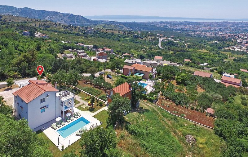 Charming Holliday House, holiday rental in Solin