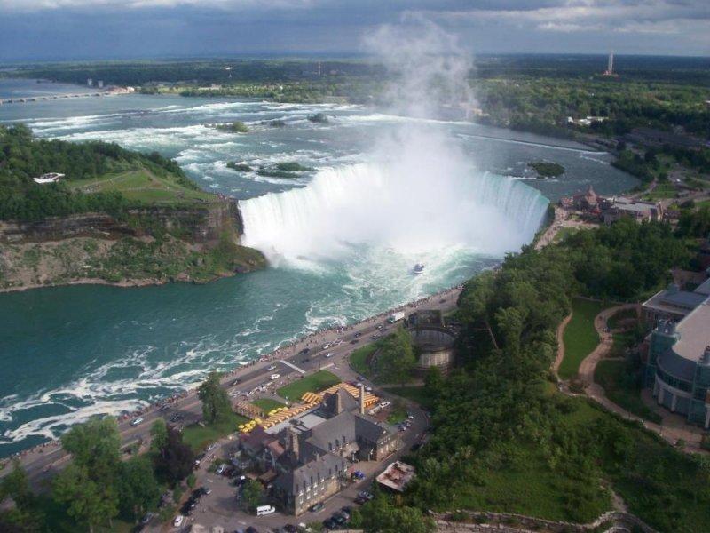 30 minuten rijden langs het meer naar Niagara Falls