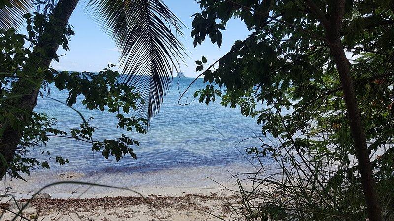 Enseada da praia de Mabouyas