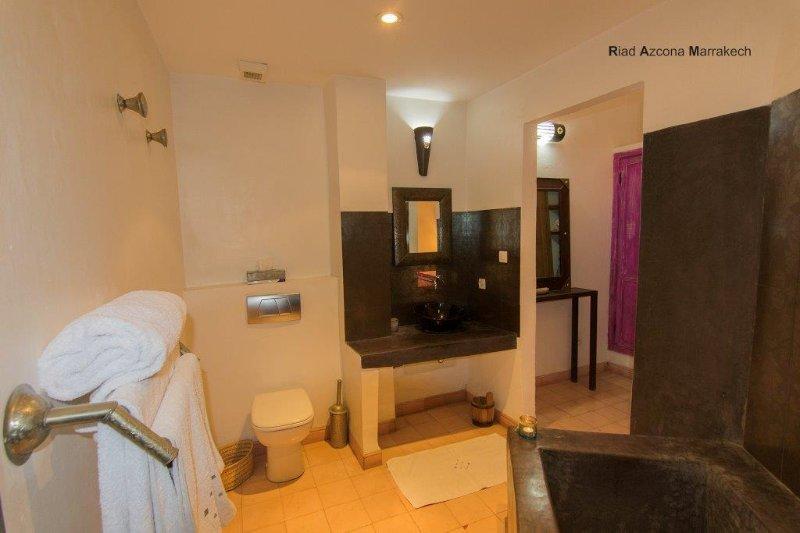 Medina suite private bathroom