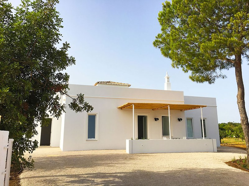 Superb villa architect 5 bedroom vacation rental Portugal Algarve near beaches