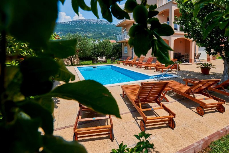 Villa Lucija with swimming pool near Trogir – semesterbostad i Trogir