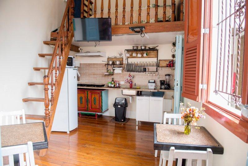 salon avec mezzanine avec un lit simple