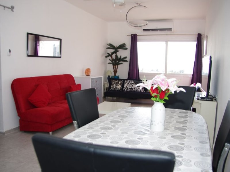 Front sea Flat -Up to 7 people- Stunning view on the sea, aluguéis de temporada em Kiryat Gat