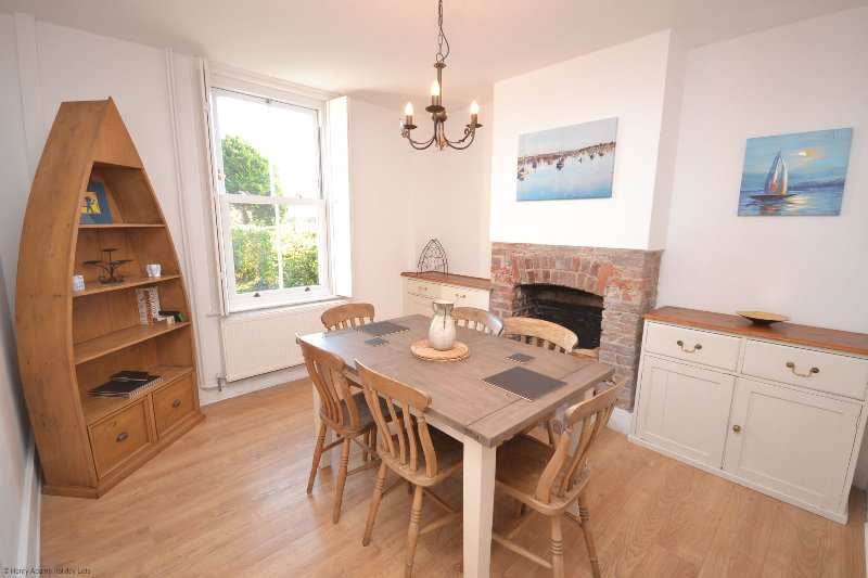Butler's Cottage, holiday rental in Bracklesham Bay