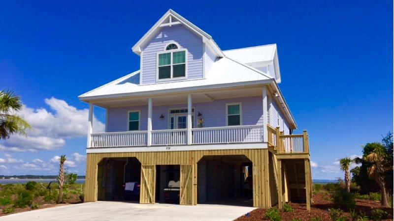 La Casa de Hampton. Hermosa casa frente al mar Nuevo !!
