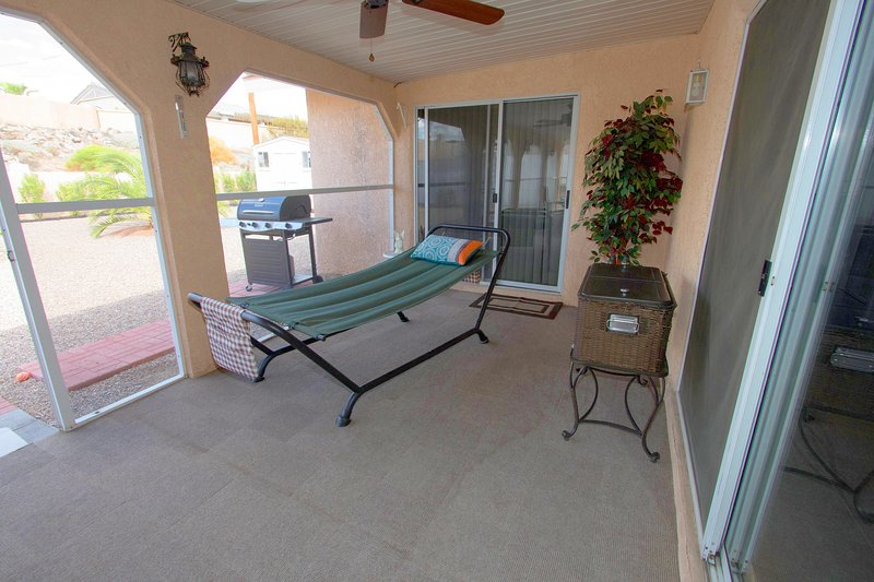 Large Arizona Room has a lounger and outdoor cooler for entertaining.