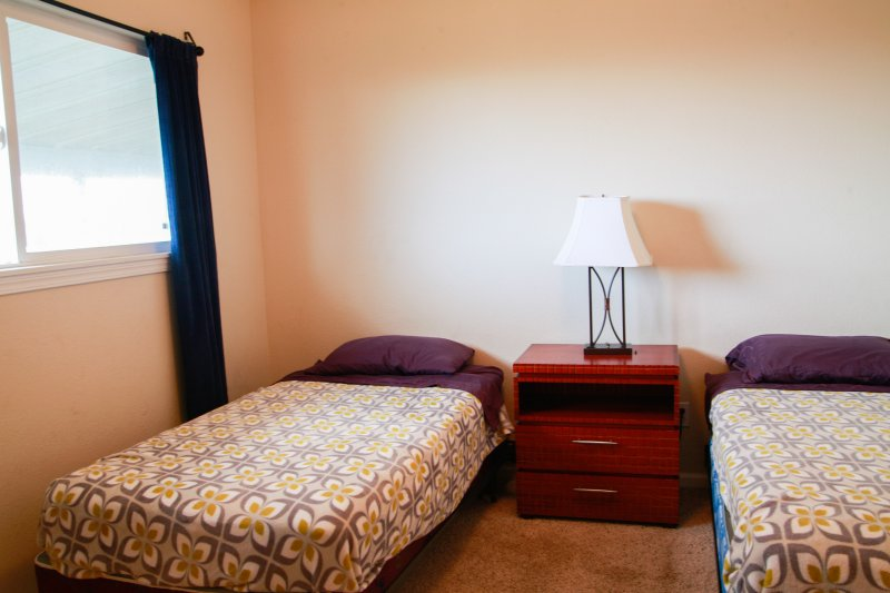 Bedroom 3: Two twin beds.