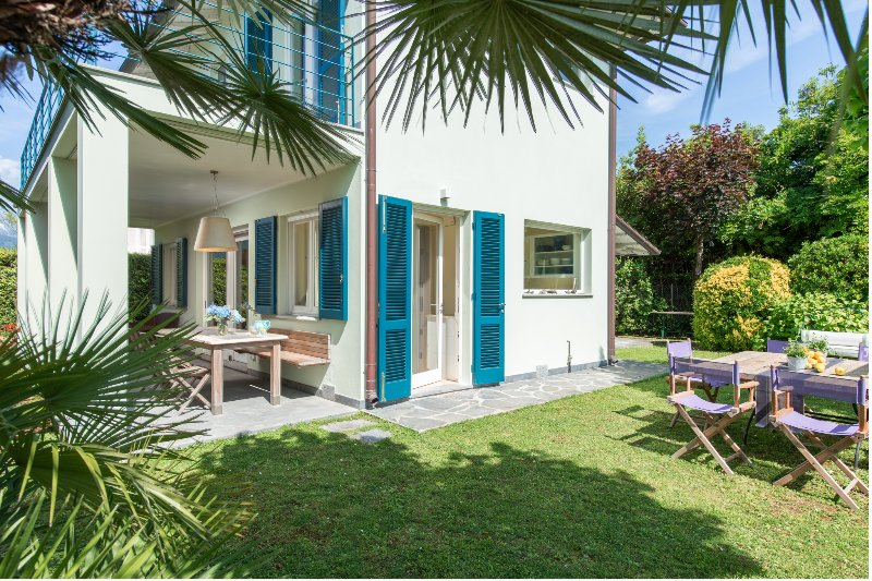 Villa Monti di Luna, Quiet & Exquisite in the heart of Forte dei Marmi, Tuscany, vacation rental in Forte Dei Marmi
