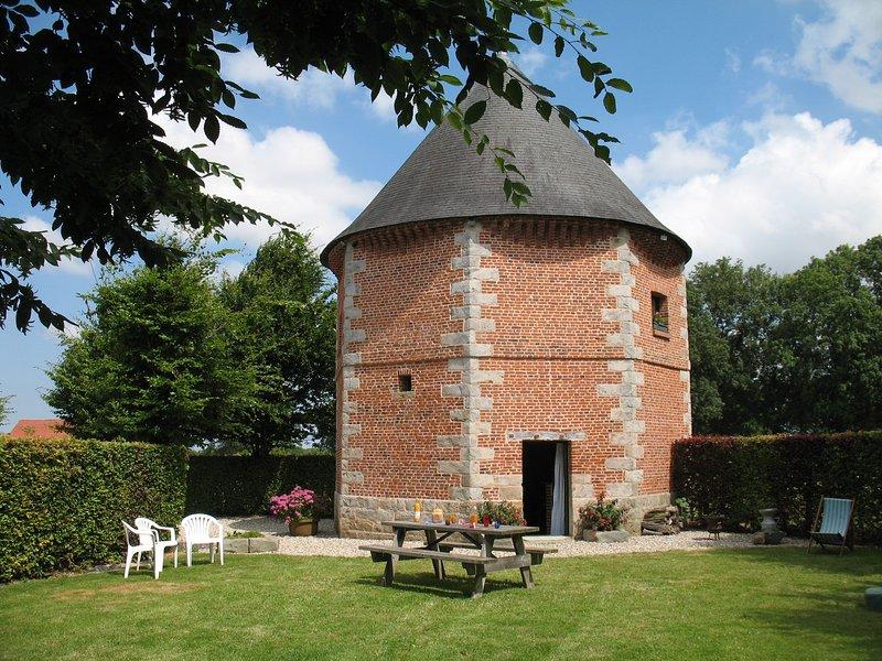 La Printanière Normandie, un ancien pigeonnier, casa vacanza a Bosc-le-Hard