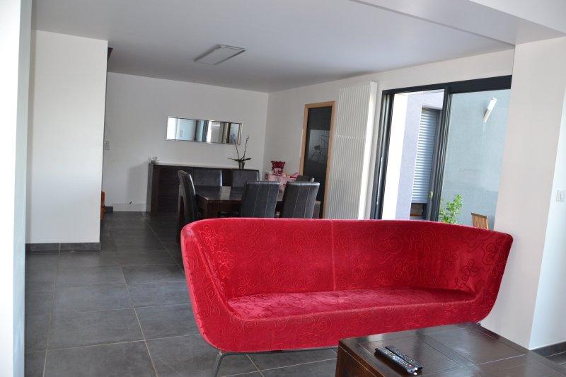 Maison 4 chambres avec jardin, et voitures si besoin, vacation rental in Le Mans City