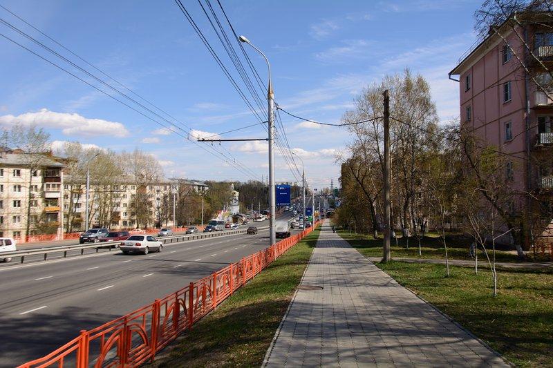La maison est située sur l'une des plus grandes rues d'Irkoutsk. 150 mètres des transports publics.