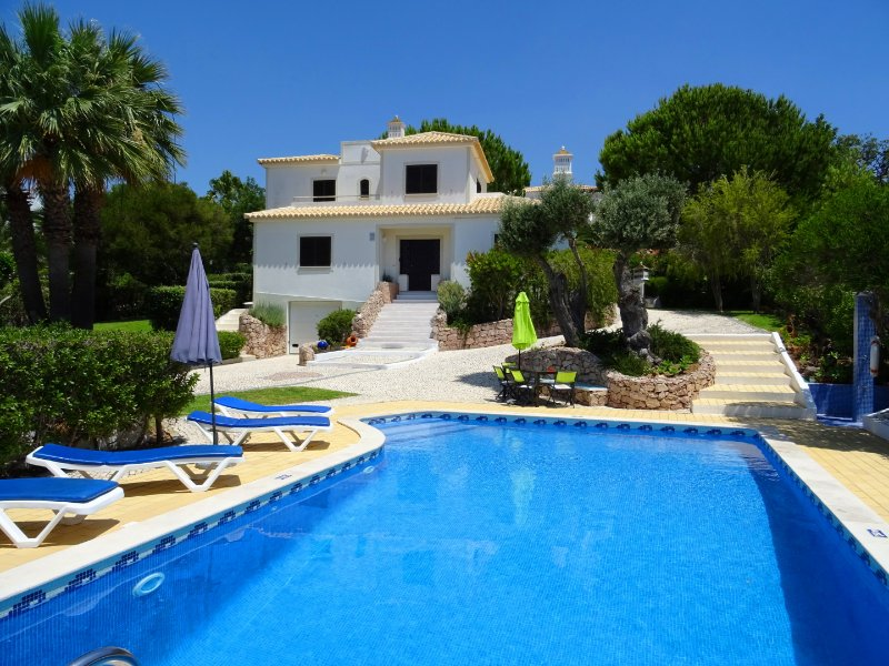 Villa Jardim w/ private pool,games room,sea view, WiFi, AC, vacation rental in Albufeira