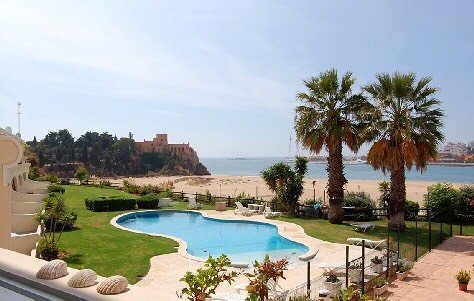 Beachfront, spacious 3-bedrm apartment with a beautiful garden & swimming pool (gradually deepening)