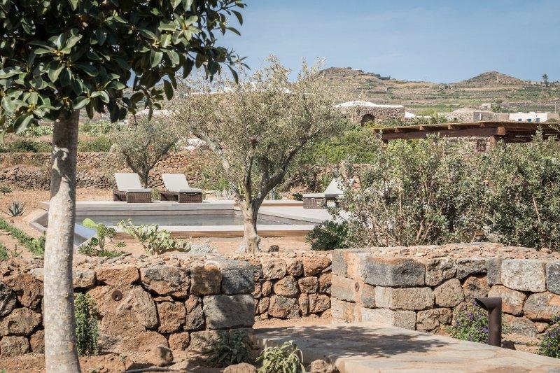 CORTE PANTESCA 1, chic dammuso pool & sunset, casa vacanza a Pantelleria