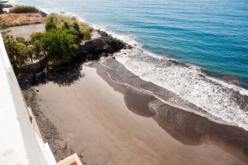 Stay in Paradise Apartamento de Lujo con Playa Privada, holiday rental in Taganana