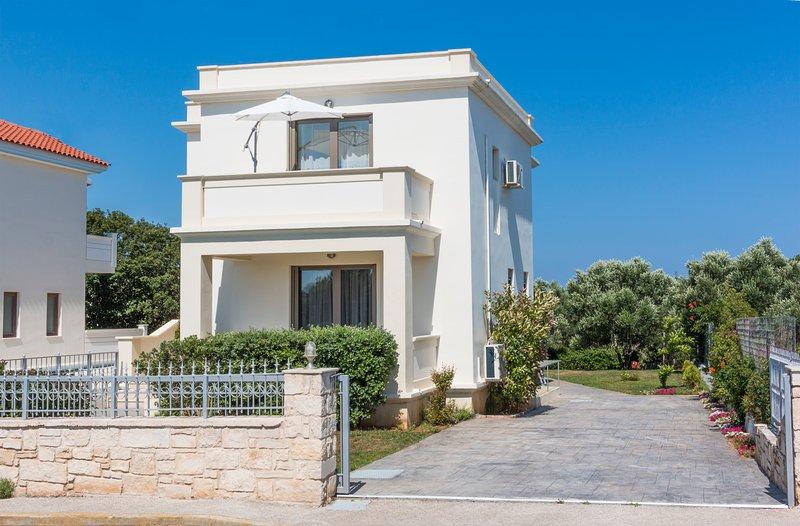 Villa Iasmi- a unique 3 bedroom villa, holiday rental in Kampani